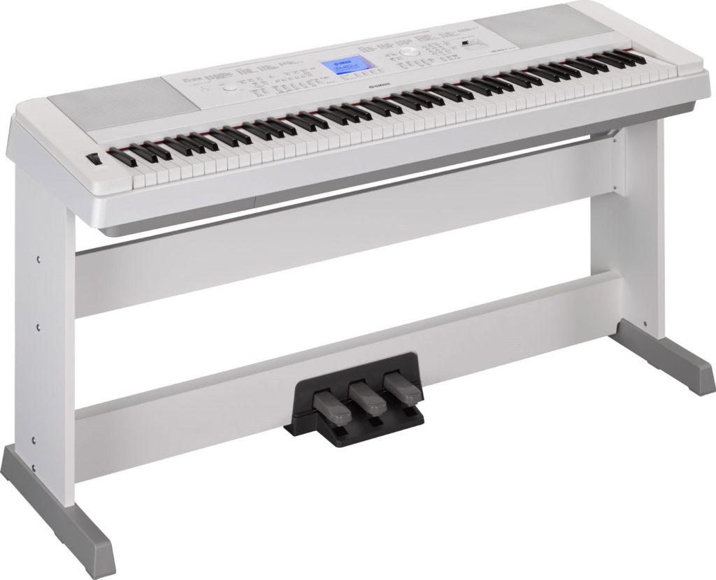 """Yamaha """"Portable Grand"""" DGX-660"""